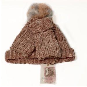 Jessica simpson Pom-Pom hat & mittens💎